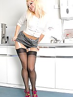 Nylon Stockings Online :: A Nylon Stocking Explosion!