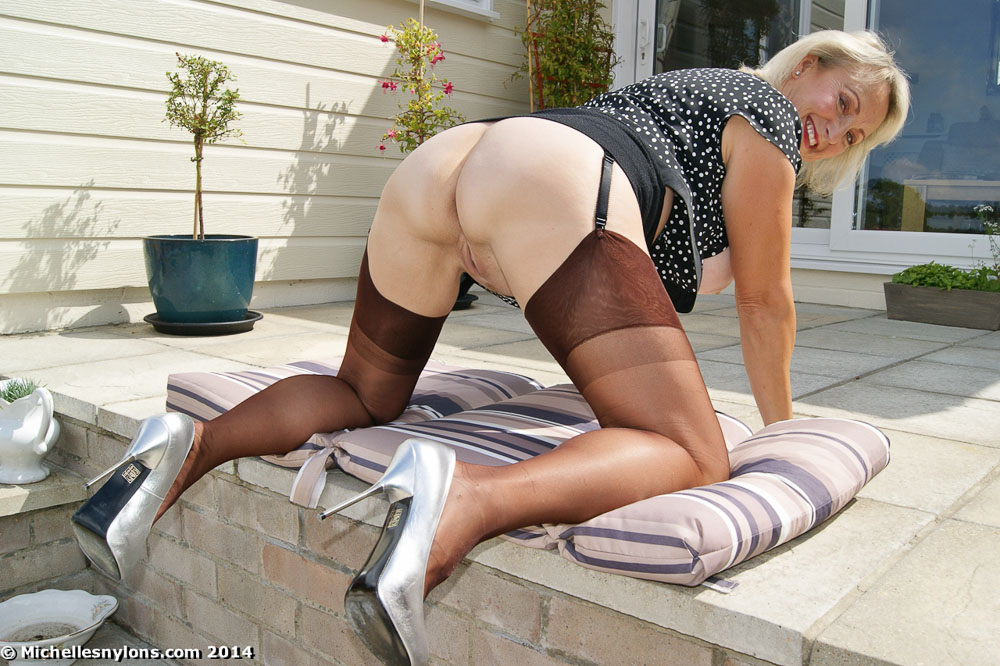 Grannies In Girdles And Stockings Videos 76